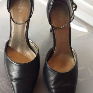 East 5th Navy Heels